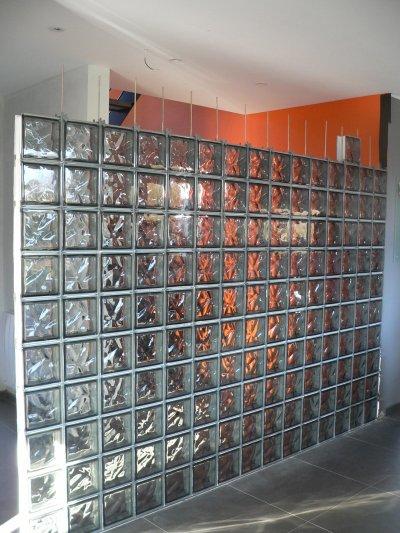 mur de briques de verre suite qu 39 est ce qu 39 on est bien. Black Bedroom Furniture Sets. Home Design Ideas